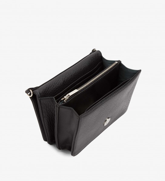 No need to use a wallet! All money and cards can be stored in the interior pockets.